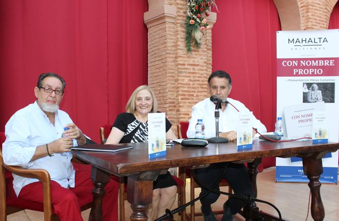 Presentación Pérez González presenta su poemario 'Con nombre propio' en Infantes