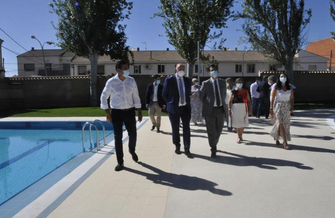 """La nueva piscina municipal de Carrión reabre sus puertas con una imagen totalmente renovada y accesible, """"un ejemplo de servicio público de calidad"""""""