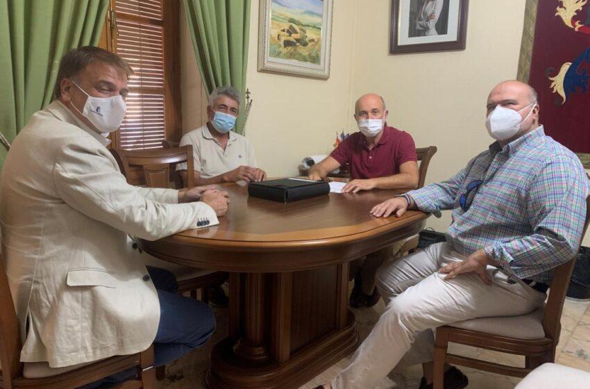 El director general Cohesión Territorial, Alipio García se  reúne con el alcalde de Piedrabuena