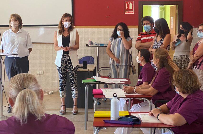 La consejera de Igualdad y portavoz ha visitado el taller de empleo 'Cualifica Villarta'