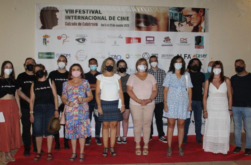 La delegada de la Junta, Carmen Olmedo asiste a la sesión de cortos 'Hiparquía' en el Festival Internacional de Cine de Calzada de Calatrava