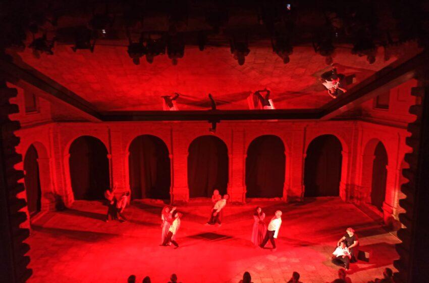 """El Claustro del Convento de Santo Domingo de Villanueva de los Infantes fue el escenario que acogió el estreno de la obra de Danza Teatro """"Don Juan de León, el alma de Don Quijote"""""""