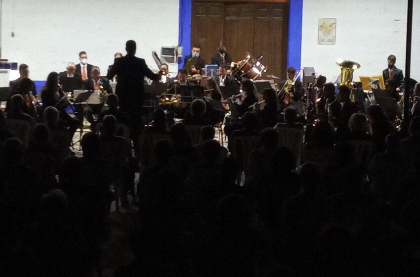 La Unión Musical Ciudad de Valdepeñas en Bodegas A7 de Valdepeñas