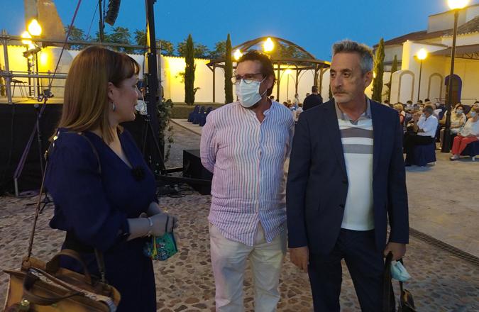 El alcalde acompaña a Vallvey en el Homenaje a la Poesía Vaso XXV del Ciclo de Vinos Nobles