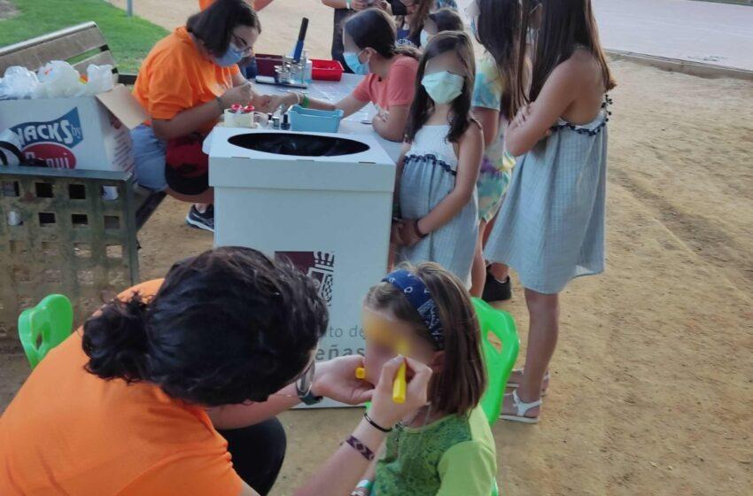 La Casa del Árbol, colabora con el  Ayuntamiento de Valdepeñas en las actividades de animación infantil organizadas en el Parque del Este