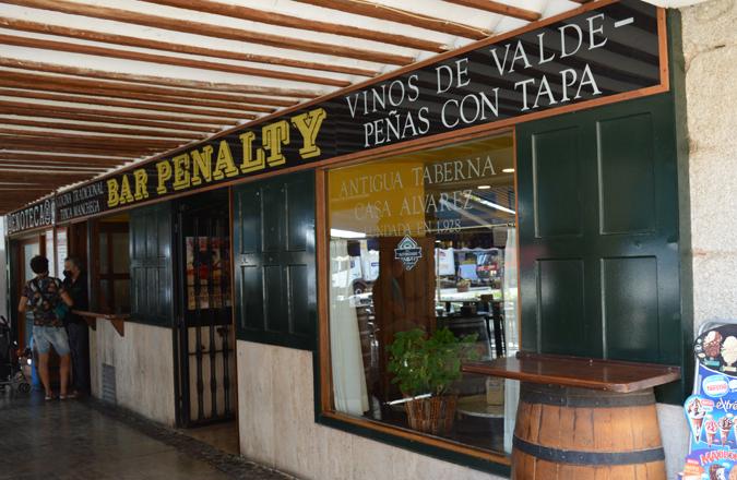En pleno corazón de Valdepeñas, Bar Penalty