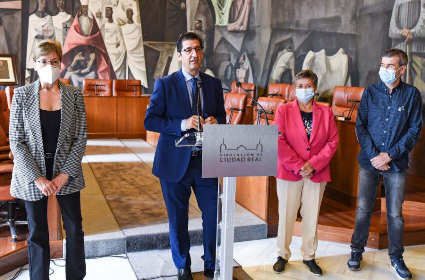 Caballero califica de esencial la labor que realizan los trabajadores sociales en la presentación del XIV Congreso Estatal y II Iberoamericano