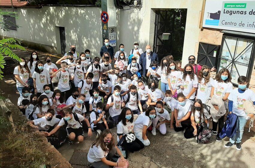 """El Gobierno regional lleva a Ruidera a los alumnos del colegio """"Gregorio Marañón"""" de Toledo, ganadores del concurso """"Supercirculares 2021"""""""